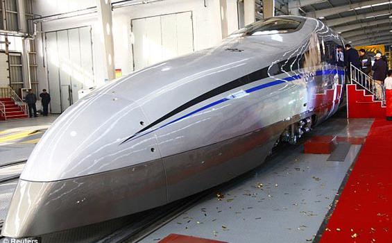 Naik Kereta Supercepat, Bandung-Jakarta Cuma 30 Menit