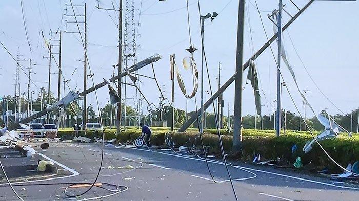 Sejumlah kerusakan setelah Kota Makinohara dihantam topan, Minggu (2/5/2021).