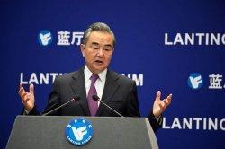Tanggapi Amerika Serikat, Menlu Wang Yi: China Harus Ajari AS Cara Perlakukan Setara Negara Lain