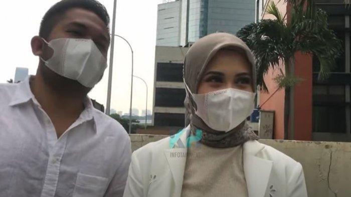 Kesha Ratuliu dan Adhi Permana saat ditemui oleh awak media