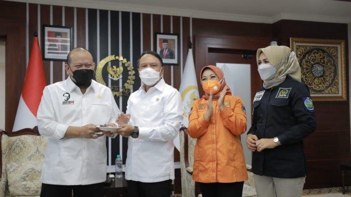 Ketua DPD RI Beri Kejutan Ultah Menpora Zainudin Amali yang ke-59