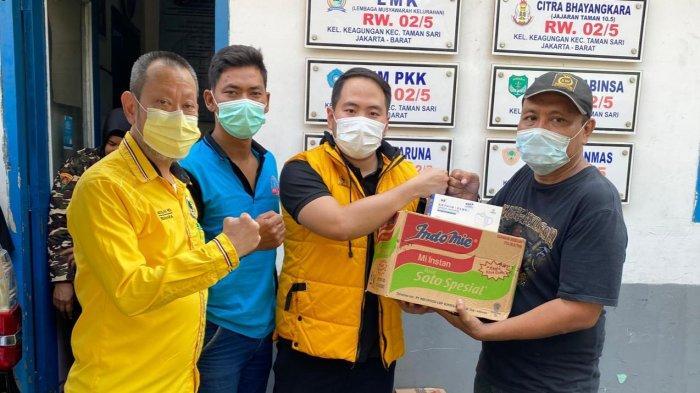 DPD Partai Golkar Jakarta Barat Berikan Bantuan untuk Korban Kebakaran di Tamansari