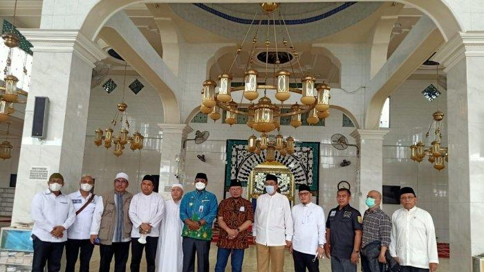 Ketua DPD RI Ziarah ke Makam 2 Tokoh Agama Besar di Kalsel