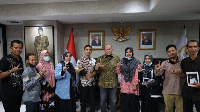 Bertemu Perwakilan GTKHNK35+, Ketua DPD RI Tegaskan Komitmen Perjuangkan Nasib Guru Honorer