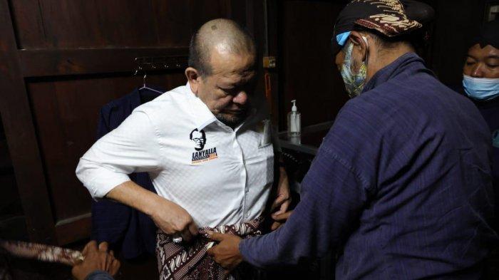 Pakai Busana Adat Jawa, Ketua DPD RI Ziarah ke Makam Panembahan Senopati di Kotagede
