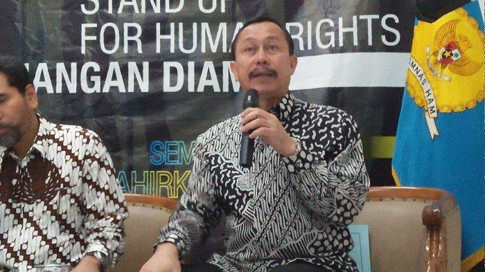Ketua Komnas HAM Ahmad Taufan Damanik saat konferensi pers terkait keruduhan Wamena di Kantor Komnas HAM Jakarta Pusat pada Jumat (18/10/2019)