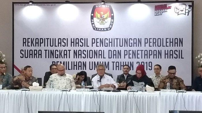 Ketua KPU RI Arief Budiman di Kantor KPU RI, Jalan Imam Bonjol, Menteng, Jakarta Pusat, Selasa (22/5/2019) dini hari.