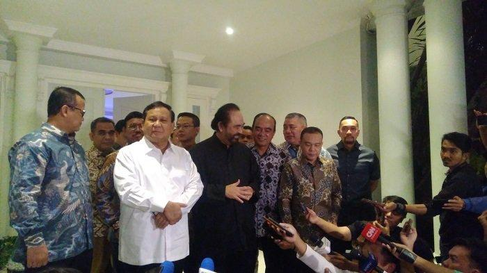 Ketua Umum Gerindra Prabowo Subianto menyambangi kediaman Ketua Umum NasDem Surya Paloh di Kawasan Permata Hijau, Jakarta, Minggu (13/10/2019) malam.