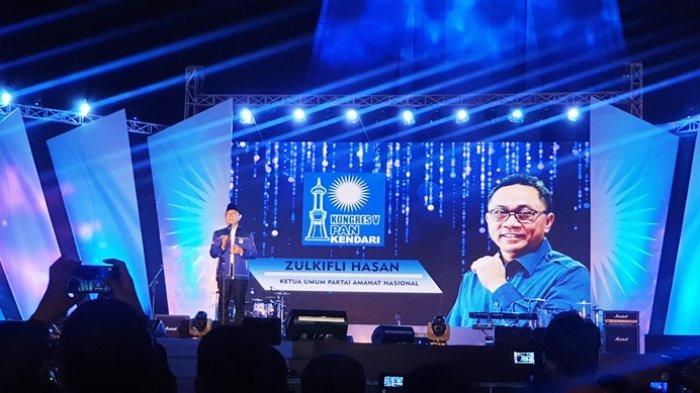 Ketua Umum Partai Amanat Nasional (PAN) Zulkifli Hasan memberikan sambutan di Kongres V PAN, Kendari, Sulawesi Tenggara, Senin (10/2/2020).