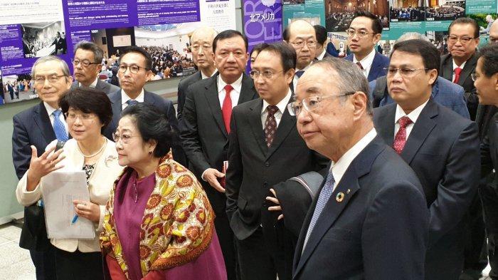Megawati Didampingi Anak-Cucu Saat Terima DR HC dari Universitas Soka