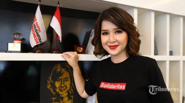 Ketua Umum Partai Solidaritas Indonesia (PSI), Grace Natalie berpose usai diwawancara khusus oleh Tribunnews.com di Kantor DPP PSI, Jakarta, Selasa (30/4/2019). Tribunnews/Irwan Rismawan