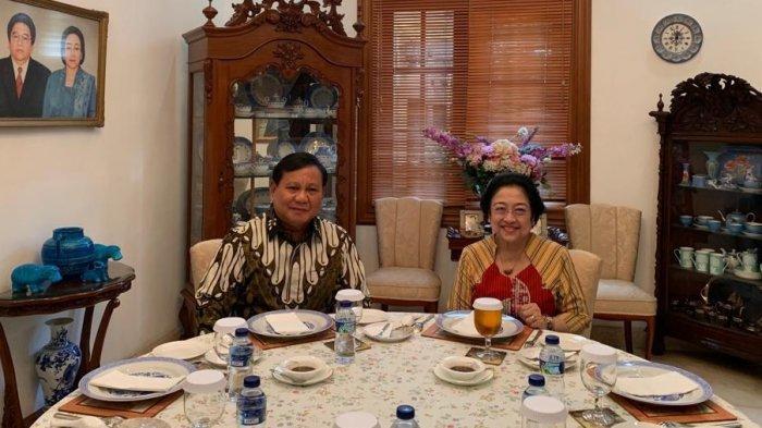 Ketua Umum PDI Perjuangan Megawati Soekarnoputri menjamu makan siang Ketua Umum Partai Gerindra Prabowo Subianto di dalam kediamannya di Jalan Teuku Umar, Menteng, Jakarta Pusat, Rabu (24/7/2019) siang.