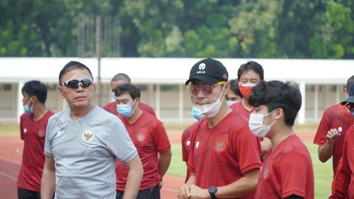 Ketua Umum PSSI, Mochamad Iriawan, menyaksikan langsung agenda latihan timnas U-19 Indonesia yang dipimpin oleh Shin Tae-yong pada Agustus 2020.