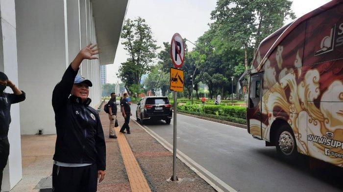 Ketua Umum PSSI, Mochamad Iriawan saat menyapa para pemain Timnas Indonesia U-19 usai menjalani latihan di Stadion Madya, Senayan, Jakarta, Selasa (17/11/2020).