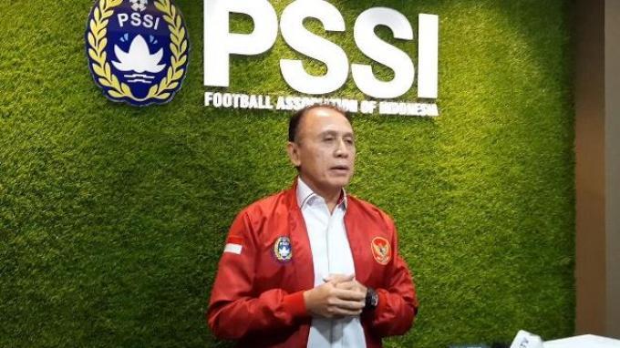 Ketua Umum PSSI, Mochamad Iriawan saat diwawancari di kantor PSSI usai berdiskusi secara virtual dengan Shin Tae-yong di Kantor Kemenpora, Senayan, Jakarta, Jumat (26/6/2020).