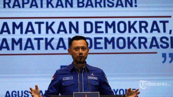 Ketua Umum Partai Demokrat, Agus Harimurti Yudhoyono atau AHY menyampaikan keterangan kepada wartawan di Kantor DPP Partai Demokrat, Jakarta Pusat, Jumat (5/3/2021). AHY memberikan pernyataan terkait penyelenggaraan Kongres Luar Biasa (KLB) Partai Demokrat yang dinilai ilegal dan mengecam KLB yang berlangsung di Sibolangit, Deliserdang, Sumatera Utara itu karena inkonstitusional serta meminta Kementerian Hukum dan HAM (Kemenkumham) untuk tidak mengesahkan hasil KLB yang telah memutuskan Kepala Staf Kepresidenan (KSP), Moeldoko sebagai Ketua Umum Partai Demokrat. Tribunnews/Jeprima