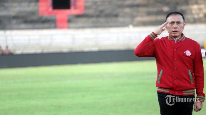 Ketua Umum PSSI, Komjen Pol Mochamad Iriawan alias Iwan Bule saat menghadiri pertandingan Timnas U-23 Indonesia melawan Timnas U-23 Iran dalam laga uji coba internasional jelang SEA Games di Stadion Kapten I Wayan Dipta, Gianyar, Bali, Rabu (13/11/2019) sore. Timnas U-23 Indonesia ditahan imbang Iran 1-1. Tribun Bali/Rizal Fanany