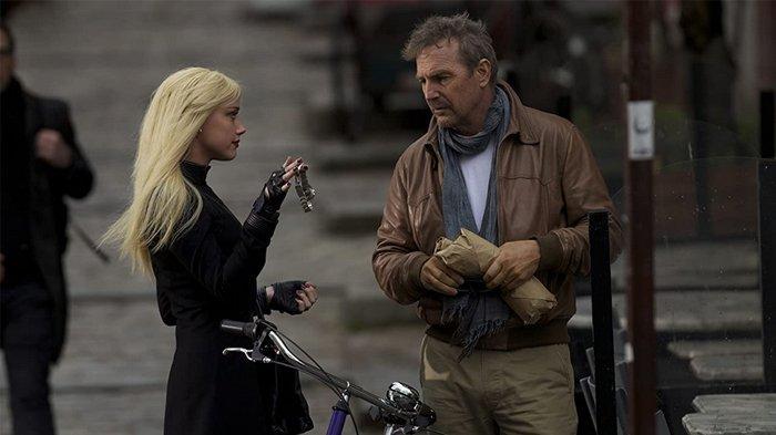 Kevin Costner dan Amber Heard dalam 3 Days to Kill (2014)
