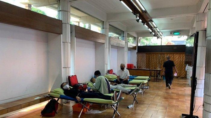 KG Media bekerja sama dengan Palang Merah Indonesia (PMI) dan komunitas Plasmahero.id menghadirkan Sentra Peduli untuk membantu penyediaan darah dan plasma konvalesen, Rabu (28/7/2021).