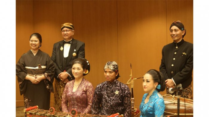 Kolaborasi Seni Kimono Jepang dengan Seni Batik Indonesia Dipamerkan - kgpaa-paku-alam-x-dan-gkbraa-paku-alam-x_20180703_144516.jpg