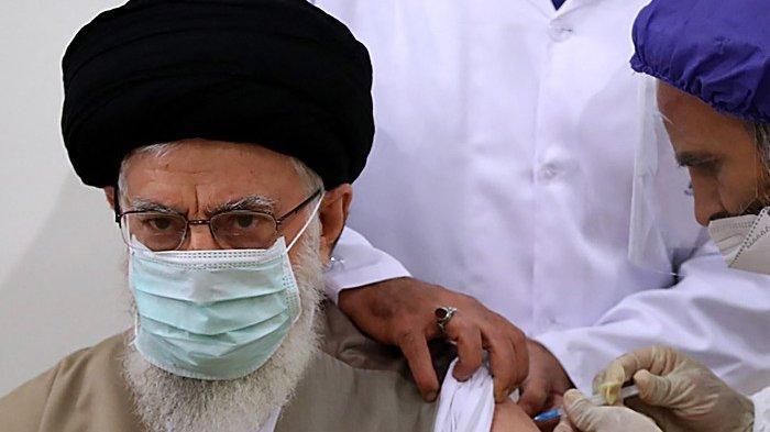 Pemimpin Tertinggi Iran Ayatollah Ali Khamenei Terima Suntikan Vaksin Lokal COVIran Barekat