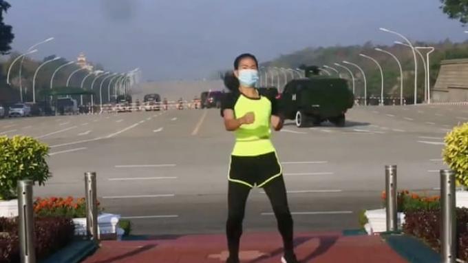 Khing Hnin Wai senam aerobik tanpa sadar ada kudeta militer di belakangnya