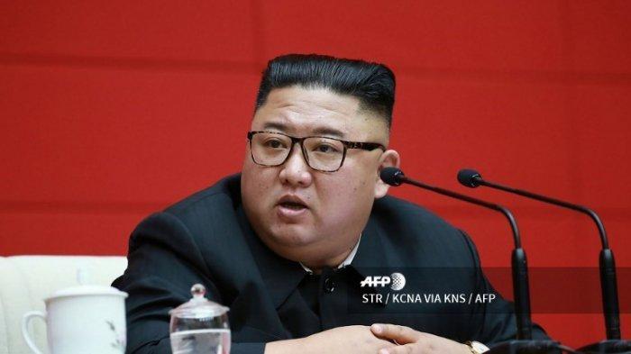 Gambar ini diambil pada 13 Agustus 2020 dan dirilis dari Kantor Berita Pusat Korea (KCNA) resmi Korea Utara pada 14 Agustus 2020 menunjukkan pemimpin Korea Utara Kim Jong Un menghadiri pertemuan Partai Buruh Korea (WPK) yang berkuasa di Pyongyang.