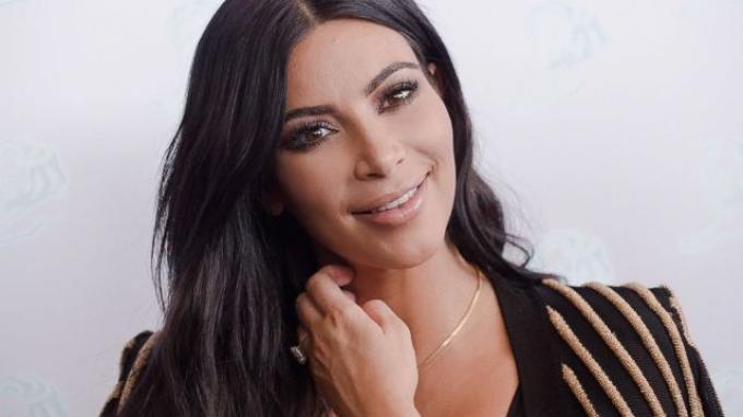 BlackBerry 'Tutup Usia', Kim Kardashian Galau Pilih iPhone atau Samsung
