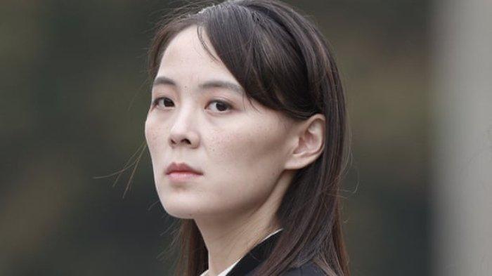 Nama Kim Yo Jong mencuat ramai diperbincangkan oleh publik. Ia merupakan adik dari Presiden Korea Utara (Korut) saat ini Kim Jong Un.