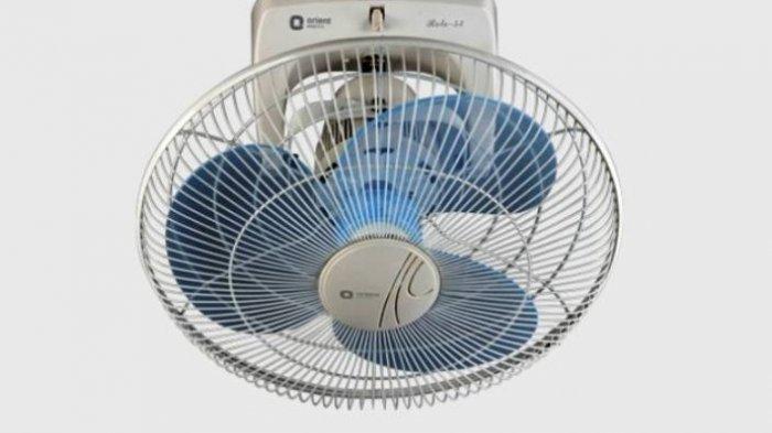 Kipas angin berfungsi untuk menyejukkan kondisi udara saat suhu di rumah mulai terasa panas atau gerah.