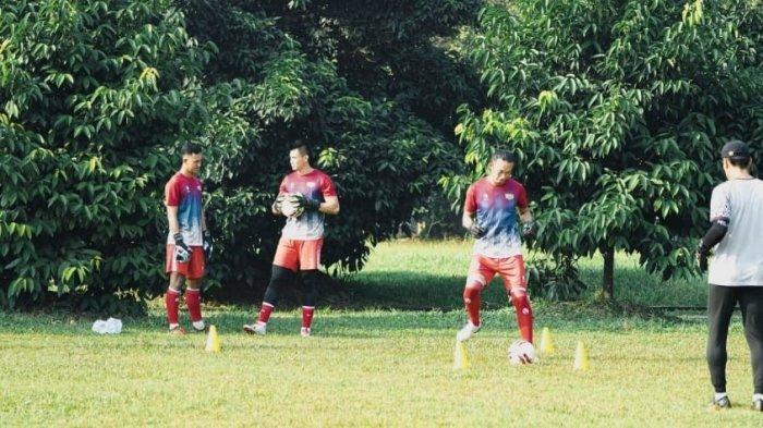 Kiper Dewa United FC