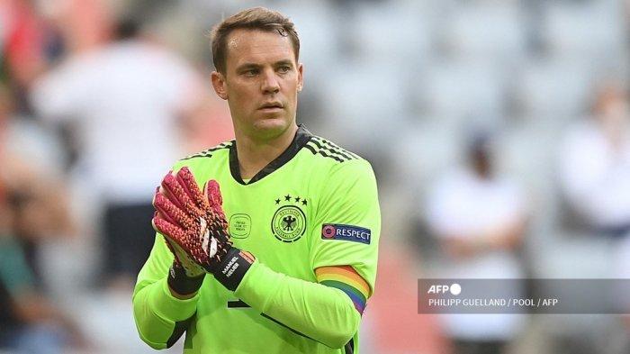 Kiper Jerman Manuel Neuer bereaksi selama pertandingan sepak bola Grup F UEFA EURO 2020 antara Portugal dan Jerman di Allianz Arena di Munich, Jerman, pada 19 Juni 2021.