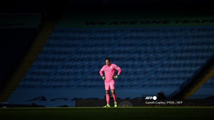 Kiper Manchester City Brasil Ederson bereaksi selama pertandingan sepak bola Liga Utama Inggris antara Manchester City dan West Ham United di Stadion Etihad di Manchester, Inggris barat laut, pada 27 Februari 2021. GARETH COPLEY / POOL / AFP