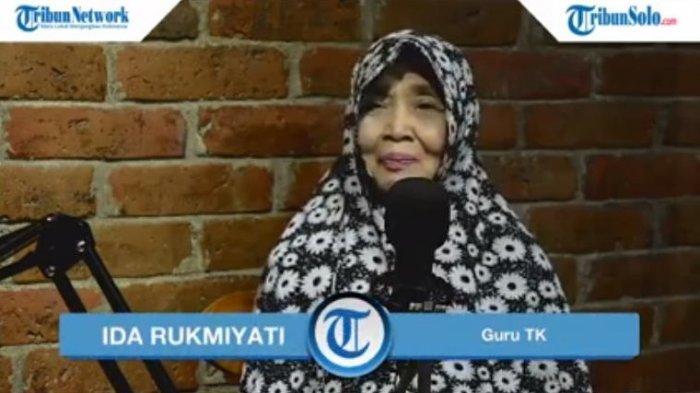 Seorang Guru TK dari Desa Guyung, Kecamatan Gerih, Ngawi, Ida Rukmiyati mengungkapkan awal mula ia terjun di bidang pendidikan.