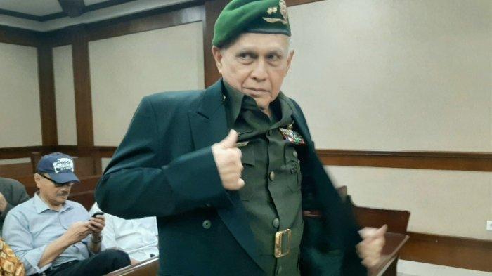 Pakai Seragam TNI AD Saat Sidang Senjata Api Ilegal, Kivlan Minta Eks Kapolri dan Wiranto Dihadirkan