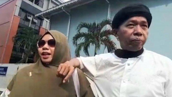 Kiwil ditemui bersama istrinya, Rohimah di gedung Trans TV, Jalan Kapten Tendean, Mampang Prapatan, Jakarta Selatan, Kamis (29/10/2020).