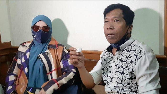 Rohimah dan Kiwil ditemui di Pengadilan Agama Jakarta Selatan, Pasar Minggu, Jakarta Selatan, Rabu (10/2/2021).
