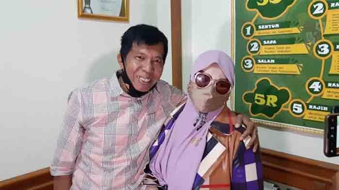 Pelawak Kiwil resmi menyandang status duda, usai pernikahannya dengan Rohimah diputus cerai oleh Pengadilan Agama Jakarta Selatan, Rabu (3/2/2021).