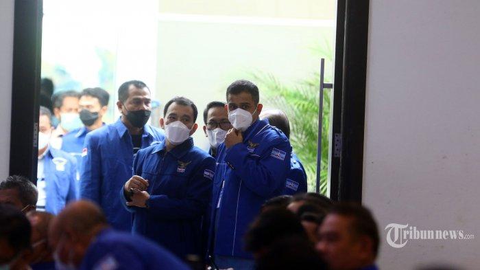 Mantan Bendahara Umum Partai Demokrat, Muhammad Nazaruddin (kanan) hadir dalam Kongres Luar Biasa (KLB) Partai Demokrat di The Hill Hotel Sibolangit, Deliserdang, Sumatera Utara, Jumat (5/3/2021). Berdasarkan hasil KLB tersebut, Moeldoko terpilih menjadi Ketua Umum Partai Demokrat. Tribun Medan/Danil Siregar