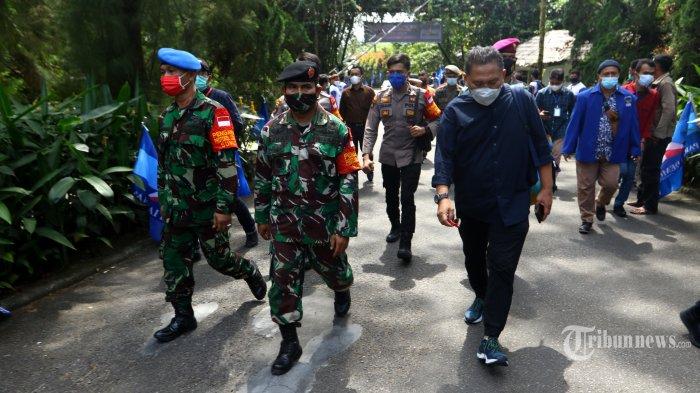 Roy Suryo Sentil Kerumunan KLB Demokrat, Polisi Sebut Itu Tanggung Jawab Satgas Covid-19 Sumut
