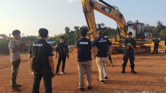 Gakkum KLHK Segel Perusahaan Tambang Bauksit Ilegal di Pulang Singkep Kepulauan Riau