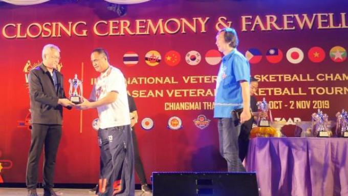 Berita Foto, Buls ASABA dari Indonesia Raih Juara Tiga di Turnamen Bola Basket Veteran ASEAN ke-28