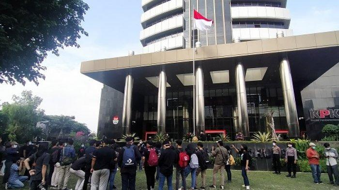 Gelar Aksi, Koalisi Masyarakat Antikorupsi Sampaikan 5 Tuntutan Untuk Pimpinan KPK