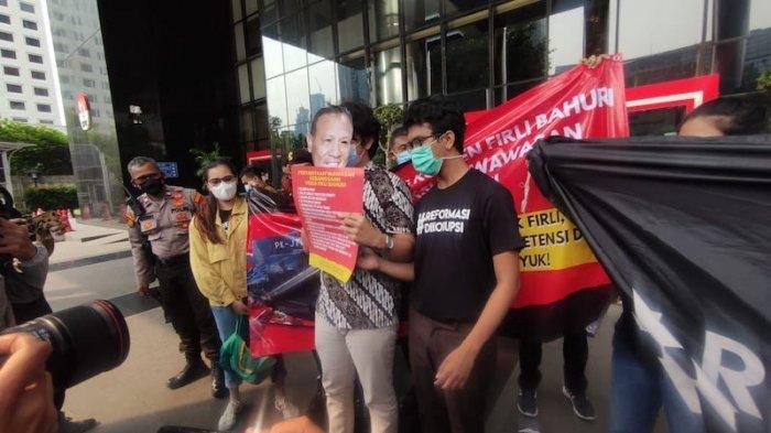 Koalisi Masyarakat Sipil Antikorupsi Bikin Aksi Teatrikal di KPK soal Kejanggalan TWK