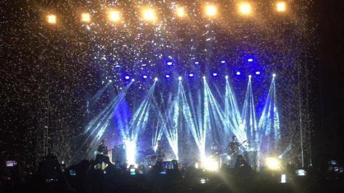 Tutup Konser dengan 'All I Want' dan 'High Hopes', Kodaline Mainkan Emosi Penonton