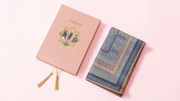 Intip Koleksi Sajadah Premium Bermotif Kain Indonesia Kolaborasi Didiet Maulana dan Lasouk