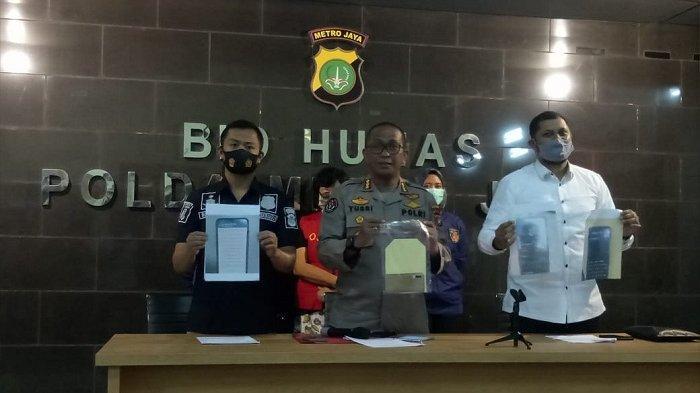 Kabid Humas Polda Metro Jaya, Kombes Pol Yusri Yunus (tengah) saat merilis kasus pencemaran nama baik terhadap Basuki Tjahaja Purnama (BTP atau Ahok di Polda Metro Jaya, Kamis (30/7/2020).