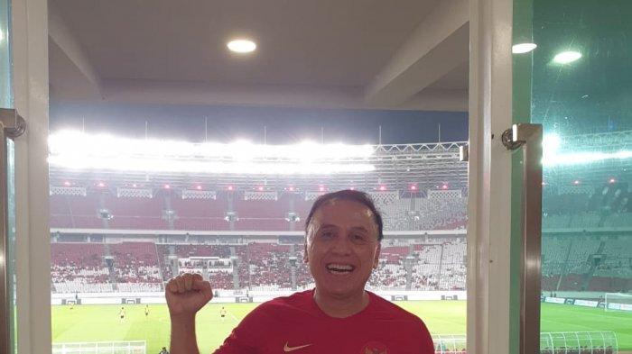 Komjen Pol M Iriawan menyaksikan laga Timnas Indonesia kontra Vanuatu yang berakhir 6-0 di Stadion Utama Gelora Bung Karno (SUGBK), Jakarta, Sabtu (15/6/2019) malam.