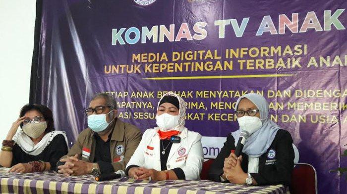 Ketua Komnas PA, Arist Merdeka Sirait dalam jumpa pers di kantornya di kawasan Pasar Rebo, Jakarta Timur, Senin (6/9/2021).Usai Muncul Petisi, Kini Giliran Komnas Perlindungan Anak Minta Saipul Jamil Diboikot dari Televisi