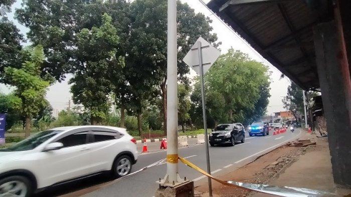 Kondisi arus lalu lintas di pos penyekatan PPKM Level 4 Lenteng Agung, Jakarta Selatan pada Jumat (30/7/2021) sore.